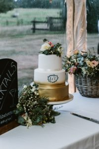 metallic-monogram-wedding-cake